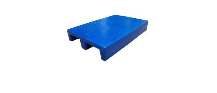 Solid single deck stackable plastic pallet